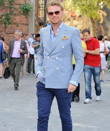 How to wear a blue sports jacket in 2014