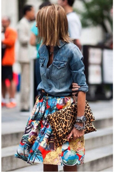 Printed skirt wiith denim shirt